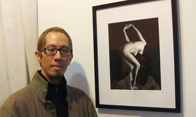 Eric Jiaju Lee with his print