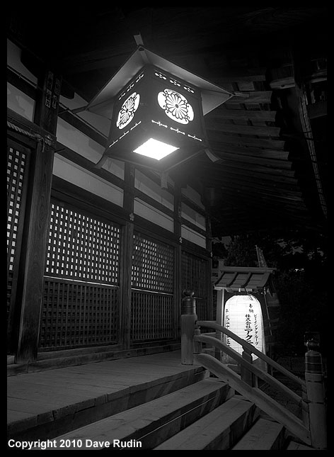 3008_04--Kanazawa_Oyama Shrine at night