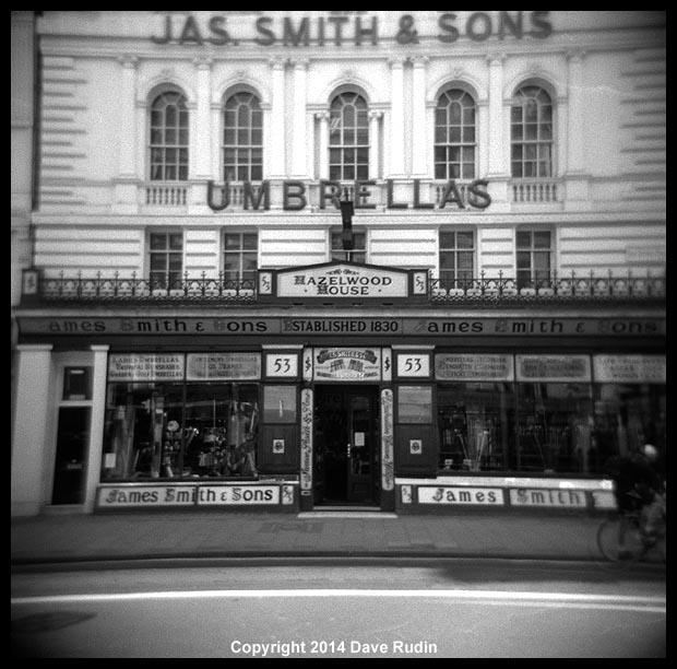 3540_09 London umbrella shop