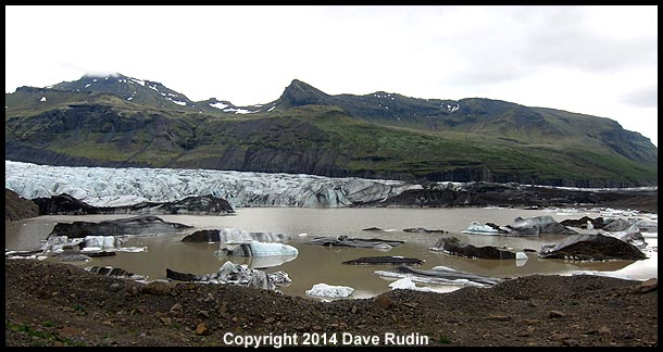 The lagoon at the foot of Svínafellsjökull glacier