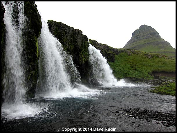 Kirkjufellsfoss waterfall, with the mountain, Kirkjufell