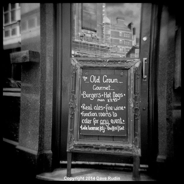 3541_04 - London pub sign