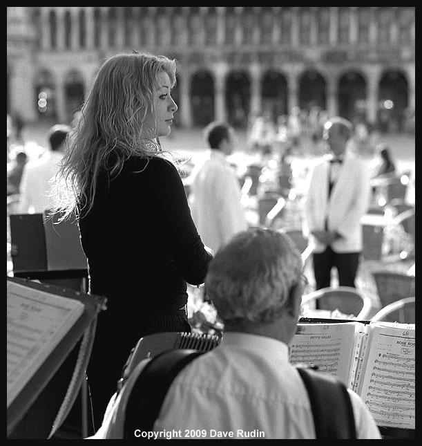 2868_03 - Venice-La Bella Violinista