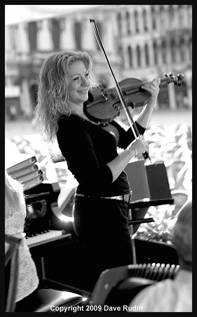 2868_05 - Venice-La Bella Violinista